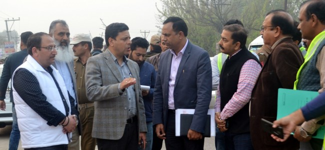 Div Com inspects work progress on Jammu-Akhnoor Road Project