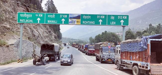DAY 2: Srinagar-Jammu-Ladakh highway's remains closed due to snow, landslides