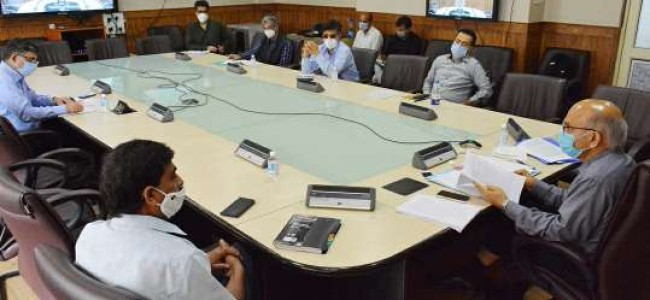 Advisor Sharma chairs meeting on revival of Business sector in J&K