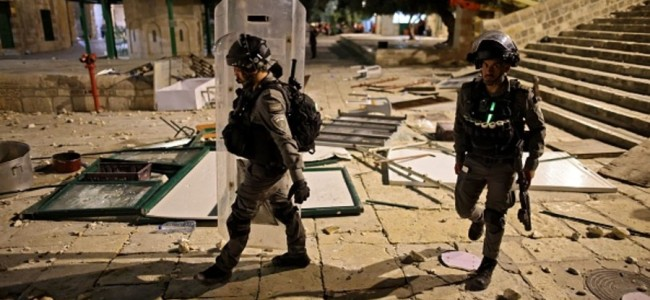 330 hurt in Jerusalem clashes, rockets fired