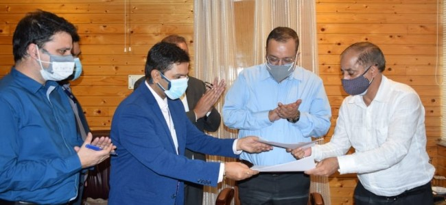 J&K Govt. Signs MoU with Go-Airlines for transportation of perishable fruits