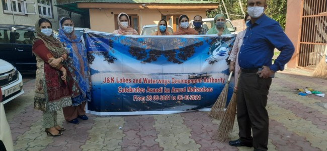 LAWDA starts cleanliness drive in offices, Dal Lake, its navigation channels
